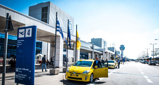 Athene_taxi-airport