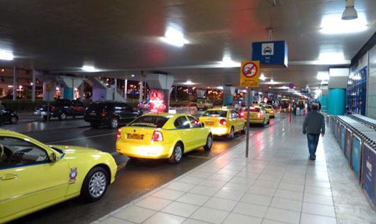 Athene_taxi-vliegveld