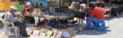 Marktkraampjes met handmade producten in Thissio